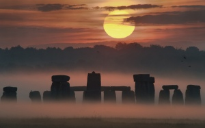 Stonehenge-in-the-fog