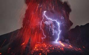 la-spettacolare-eruzione-del-vulcano-sakurajima