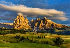 mountains-and-prairie-1737272-1600x1092
